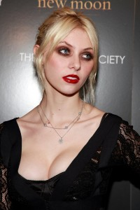 44974_TaylorMomsen_New_Moon__NY_Screening_18_122_128lo